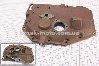 Крышка блока двигателя правая (со стороны заводного рычага), длинная, 12отв., чугунная R180NM